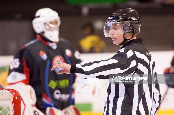 26.11.2013 , Tychy , Stadion Zimowy , hokej , Polska Hokej Liga , GKS Tychy (biale) Ciarko PBS Bank Sanok (czarne)  N/Z Sedzia Fot. Karol Bartnik / MPAimages.com