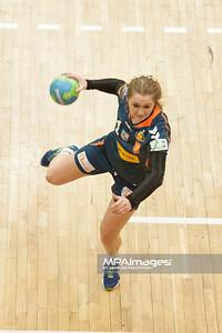 02.02.2014 , Kielce , pilka reczna , II liga kobiet , Korona Handball Kielce (granatowe) ChKS Lodz (zolte)  N/Z Magdalena Skowronska Fot. Karol Bartnik / MPAimages.com