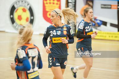 02.02.2014 , Kielce , pilka reczna , II liga kobiet , Korona Handball Kielce (granatowe) ChKS Lodz (zolte)  N/Z Marta Rosinska Fot. Karol Bartnik / MPAimages.com