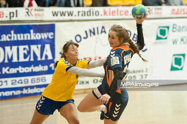 02.02.2014 , Kielce , pilka reczna , II liga kobiet , Korona Handball Kielce (granatowe) ChKS Lodz (zolte)  N/Z Marta Sadowska , Magdalena Skowronska Fot. Karol Bartnik / MPAimages.com