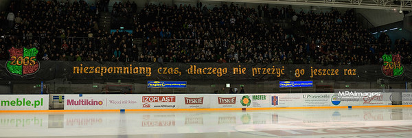 24.03.2014 - Tychy , Stadion Zimowy , hokej , Polska Hokej Liga , GKS Tychy (biale) Ciarko PBS Bank KH Sanok (czarne)  N/Z Transparent kibiców GKS Fot. Karol Bartnik / MPAimages.com