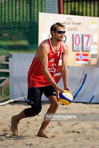 22.08.2014 - Stare Jablonki , siatkowka plazowa , beach volleyball , World Tour , FIVB Stare Jablonki Grand Slam 2014 , Holandia (czerwone) - Norwegia (biale) , Holland (red) - Norway (white) N/Z Reinder Nummerdor Fot. Karol Bartnik / MPAimages.com