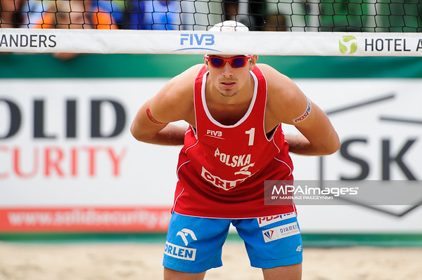 23.08.2014 - Stare Jablonki , siatkowka plazowa , beach volleyball , World Tour , FIVB Stare Jablonki Grand Slam 2014 , Polska (czerwone) - Lotwa (zielone) , Poland (red) - Latvia (green) N/Z Mariusz Prudel Fot. Karol Bartnik / MPAimages.com
