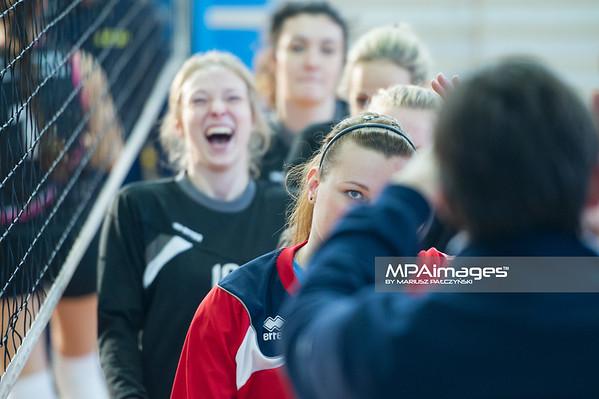 27.12.2014 - Katowice , Hala Kolejarz , siatkowka , mecz sparingowy , MCKiS Jaworzno (niebieskie) - Polonia Laziska Gorne (czarne)  Fot. Karol Bartnik / MPAimages.com