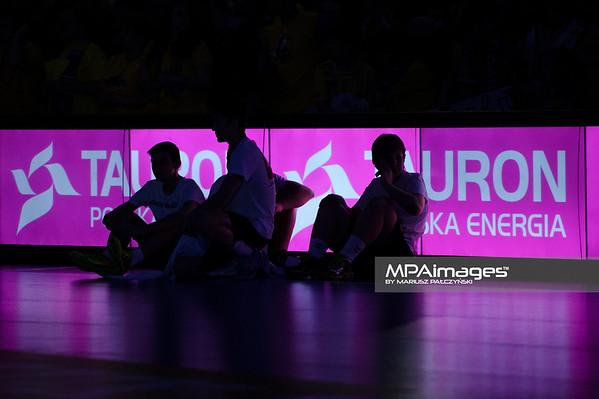 19.04.2015 - Kielce , Hala Legionow , pilka reczna , EHF Champions League , Vive Tauron Kielce (zolte) - HC Vadar (czarno-czerwone) N/Z Tauron Fot. Karol Bartnik / MPAimages.com