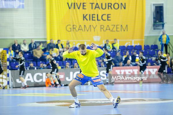 19.04.2015 - Kielce , Hala Legionow , pilka reczna , EHF Champions League , Vive Tauron Kielce (zolte) - HC Vadar (czarno-czerwone) N/Z Zeljko Musa Fot. Karol Bartnik / MPAimages.com