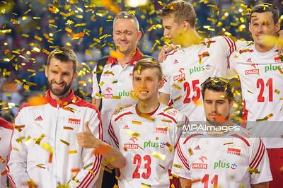 24.08.2015 - Torun , Torun Arena , siatkowka , XIII Memorial Huberta Wagnera, Dekoracja N/Z Polska Fot. Karol Bartnik / MPAimages.com