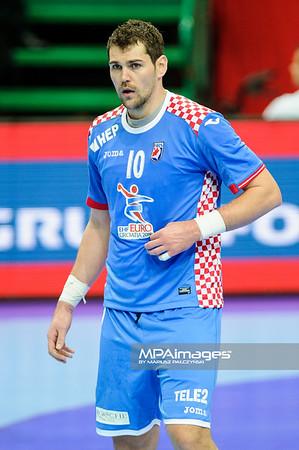 15.01.2016 - Katowice , Spodek , pilka reczna , EHF Euro 2016 , Chorwacja  (niebieskie) - Bialorus (zielone)  N/Z Jakov Gojun Fot. Karol Bartnik / MPAimages.com