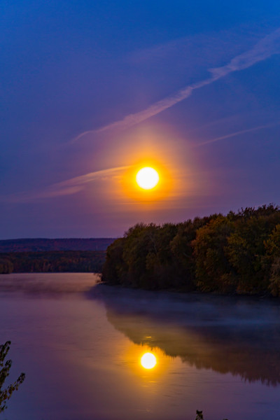 MOONSET, CONNECTICUT RIVER