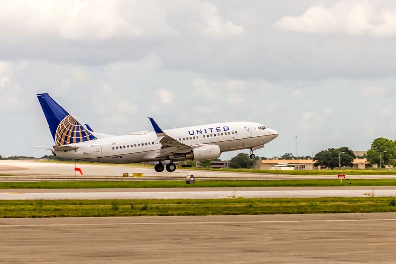 United Airlines, N29717, Boeing 737-724(WL), msn 28936, Photo by John A Miller, TPA, Image TT160RAJM