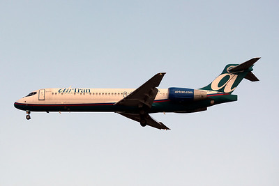 AirTran, N896AT, Boeing 717-2BD, msn 55048, TPA, Photo by John A. Miller Image: ZZ009LAJM