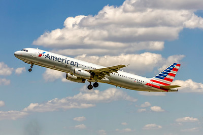 American AIrlines, N519UW, Airbus A321-231, msn 3881, Photo by John A Miller, CLT, Image TA035LAJM