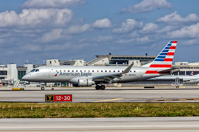 American Eagle, (Republic Airlines), N414YX, Embraer ERJ-175LR(ERJ-170-200LR), msn 17000377, Photo by John A Miller, MIA, Image YA032LGJM