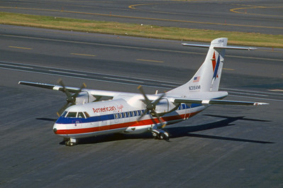 American Eagle, N319AM, ATR42-300, msn 319, Photo by Brian Peters, BOS, Image AA003LGBP