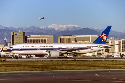 China Southern, B-2056, Boeing 777-21B(ER), msn 27525, Photo by Brian Peters, LAX, Image PP001LGBP
