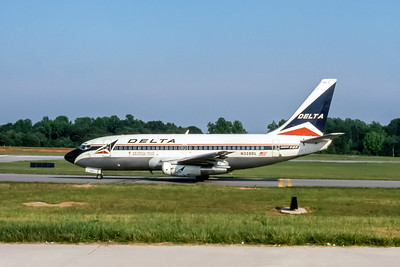 Delta Air Lines, N328DL, Boeing 737-232(ADV), msn 23100, Photo by John A Miller, GSO, Image J090LGJM