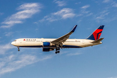 Delta Air Lines, N1612T, Boeing 767-332(ER)(WL), msn 30575, Photo by John A Miller, LAX, Image P058LAJM
