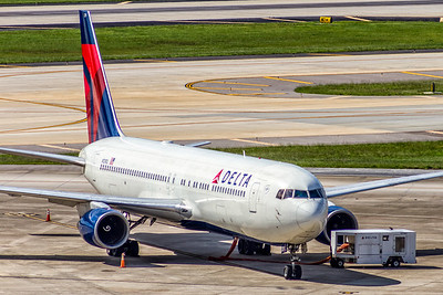 Delta Air Lines, N129DL, Boeing 767-332, msn 24079, Photo by John A Miller, TPA, Image P060RGJM