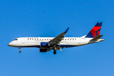 Delta Connection, N629CZ, ERJ-175LR (ERJ-170-200LR), msn 17000236, Photo by John A Miller, LAX, Image YA022LAJM, Operated by Compass Airlines