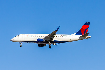 Delta Connection, N630CZ, ERJ-175LR (ERJ-170-200LR), msn 17000238, Photo by John A Miller, LAX, Image YA025LAJM, Operated by Compass Airlines