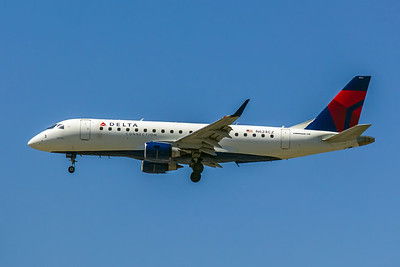 Delta Connection, N624CZ, ERJ-175LR(ERJ-170-200L),  msn 17000222, Photo by John A Miller, LAX, Image YA005LAJM