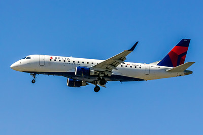 Delta Connection, N608CZ, ERJ-175LR, msn 17000195, Photo by John A Miller, LAX, Image YA004LAJM