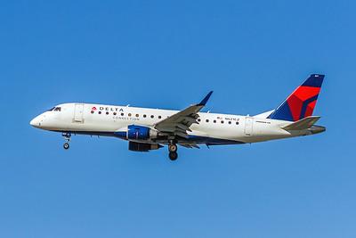 Delta Connection (Compass Airlines), N621CZ, ERJ-175LR, msn 17000218, Photo by John A Miller, LAX, Image YA013LAJM