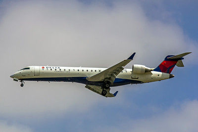 Delta Connection, N614SK, CRJ-701ER, msn 10051, Photo by John A Miller, LAX, Image YY014LAJM