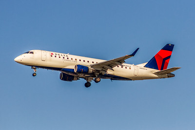 Delta Connection (Compass Airlines), N635CZ, ERJ-175LR (ERJ-200LR), msn 17000252, Photo by John A Miller, LAX, Image YA029LAJM