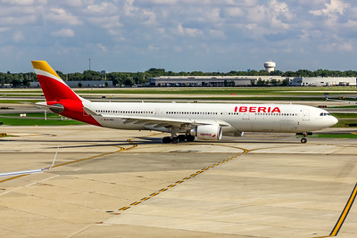 Iberia Airlines, EC-MAA, Airbus A330-302, msn 1515, Photo by John A Miller, ORD, Image WW009RGJM