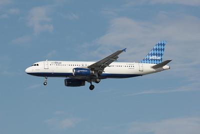 JetBlue, N516JB, Airbus A320-232, msn 1302, Photo by John A. Miller, TPA, Image T052LAJM