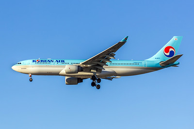 Korean Air, HL8211, Airbus A330-223, msn 1133, Photo by John A Miller, LAX, Image WA005LAJM