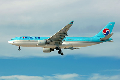 Korean Air, HL8212, Airbus A330-223, msn 1155, Photo by John A. Miller, LAS, Image WA001LAJM