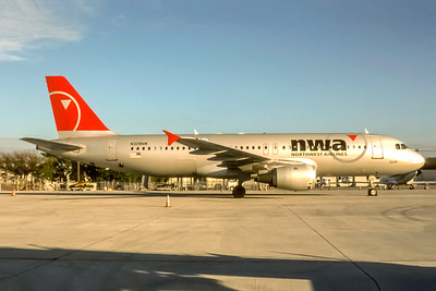 Northwest Airlines, N328NW, Airbus A320-211, msn 298, Photo by Joe Fernandez Collection, Image T164RGJF