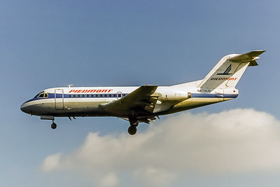 Piedmont Airlines, N470US, Fokker F28-1000, msn 11098, Photo by Nigel Chalcraft, Image F011LANC