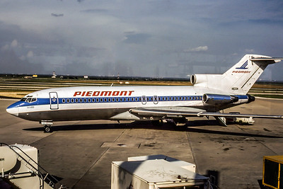 Piedmont Airlines, N833N, Boeing 727-30, msn 18935, Photo by  Roger Bentley, DFW, Image I050LGRB