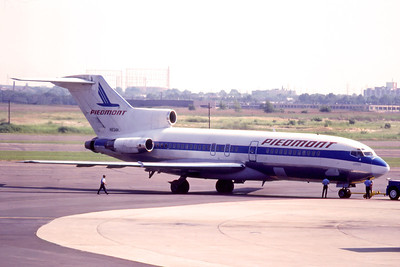 Piedmont Airlines, N834N, Boeing 727-95, msn 18858, Photo by Adrian Smith, EWR, Image I117RGAS