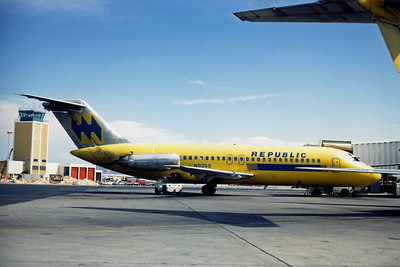 Republic Airlines, N9359, Douglas DC-9-15RC, msn 45828, Photo by Dean Slaybaugh, LAS, Image C058RGDS