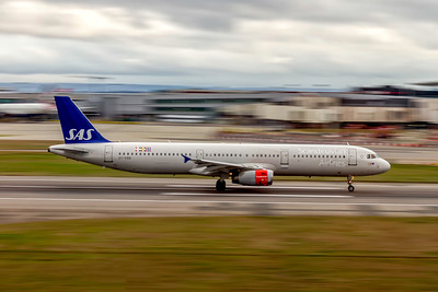 Scandinavian Airlines, OY-KBB, Airbus A321-232, msn 1642, Photo by John A Miller, LHR, Image TA031RGJM