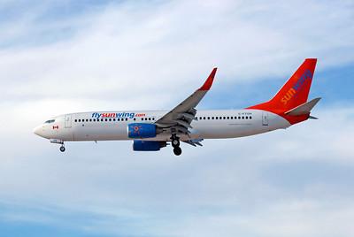 Sunwing Airlines, C-FTOH, Boeing 737-8HX, msn 29647, Photo by John A. Miller, LAS, Image UU017LAJM