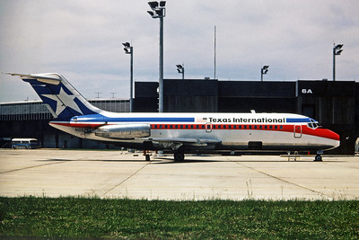 Texas International Airlines, N1052T, Douglas DC-9-14, msn 45715, Photo by Dean Slaybaugh, Image C064RGDS