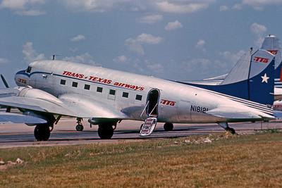Trans Texas Airways, N18121, DC-3A, msn 1995, Photo by Dean Slaybaugh, DAL, Image A010LGDS