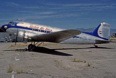 United Airlines, N16070, Douglas DC-3A-197, msn 1910, Photo by Photo Enrichments Collection, Image A007LGJC