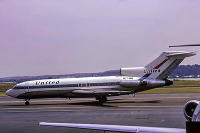 United, N7011U, Boeing 727-22, msn 18303, Photo by Roger Bentley, Image I053LGRB