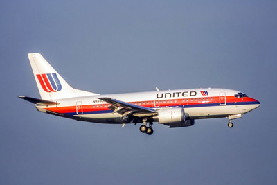 United Airlines, N939UA, Boeing 737-522, msn 26672, Photo by Brian Peters, DFW, Image X005RABP