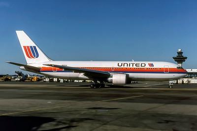 United Airlines, N605UA, Boeing 767-222, msn 21866, Photo by Joseph D Lezark, Image P057RAJL