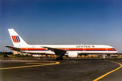 United Airlines, N501UA, Boeing 757-222, msn 24622, Photo by Adrian J Smith, Image N006RGAS