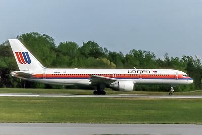 United Airlines, N561UA, Boeing 757-222, msn 26661, Photo by John A Miller, GSO, Image N034RGJM