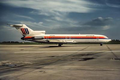 United Airlines, N7628U, Boeing 727-222, msn 19901, Photo by Wilfred C. Wann, Jr, Image I043RGWW
