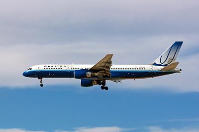 United Airlines, N527UA, Boeing 757-222, msn 24995, Photo by John A. Miller, LAS, Image N083LAJM